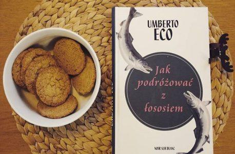 """Humanista obibok, film porno i kawa pomyje. """"Jak podróżować z łososiem"""" Umberto Eco"""