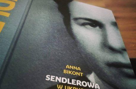"""Nieintegralnie dobry człowiek. """"Sendlerowa. W ukryciu"""" Anna Bikont"""