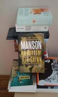 """""""Manson.Ku zbrodni"""" Jeff Guinn. Manson rozparcelowany/rozpracowany"""